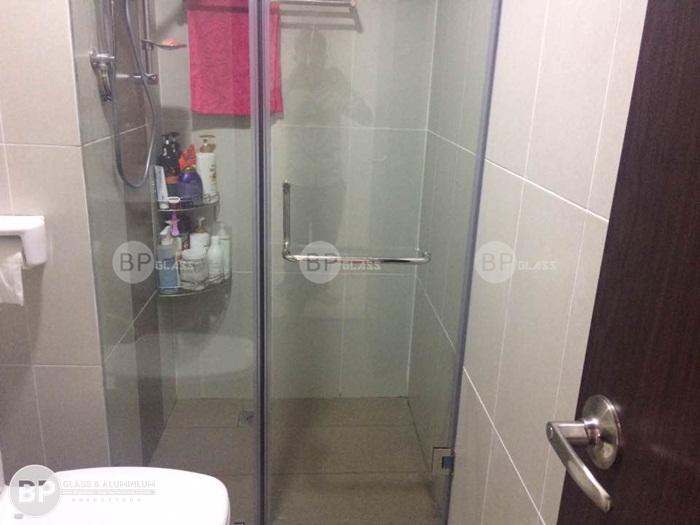 Lắp vách tắm kính bộ thẳng 2 tấm tại chung cư quận Tân Bình